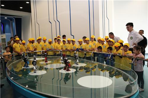 喜迎六一:潍坊市金融办帮扶村少年儿童欢聚市科技馆